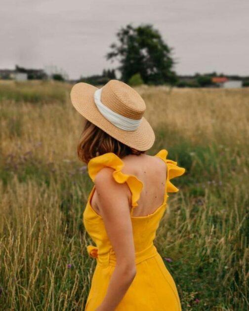 Żółta sukienka z rozcięciem na nogę Sunny Smile