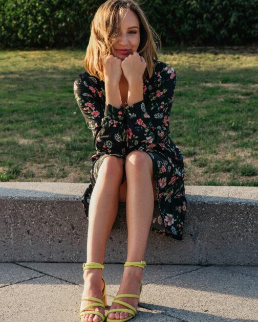 Rozkloszowana sukienka w kwiaty Aksamitka