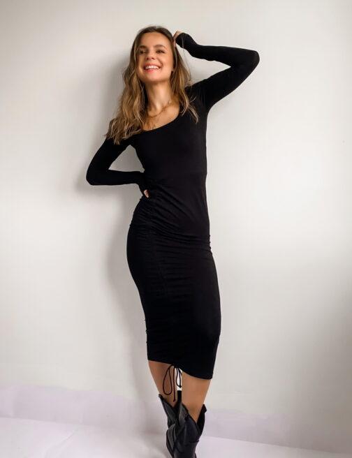 dzianinowa-czarna-sukienka